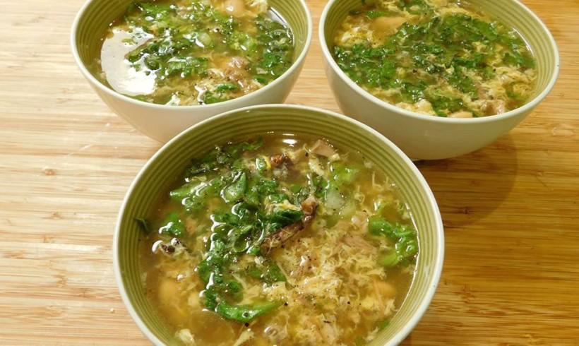 Lettuce and pork soup